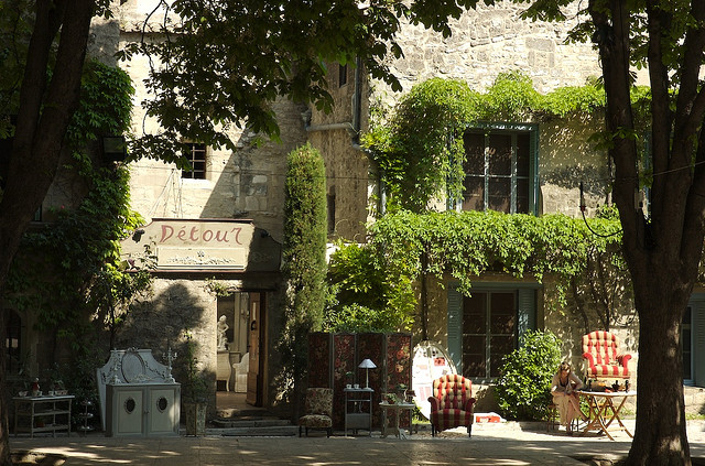 Provence from avignon to aix en provence itineraries now for Entretien jardin st remy de provence