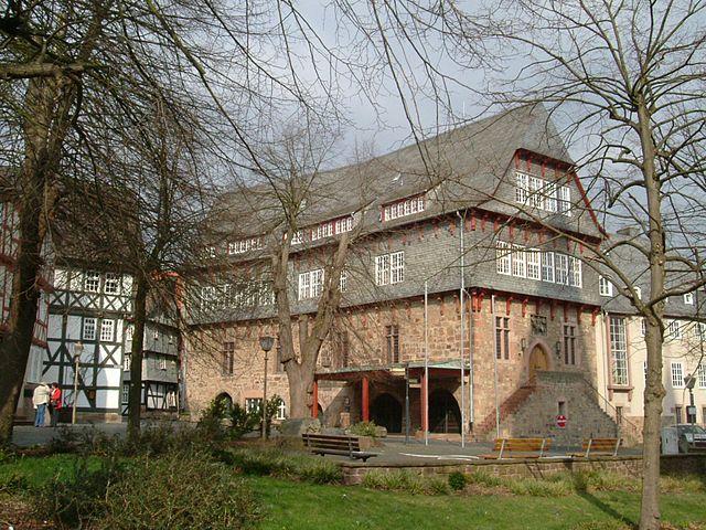 640px-Fritzlar-Rathaus