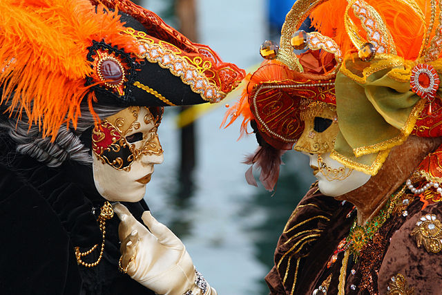 640px-Venice_Carnival_-_Masked_Lovers_(2010)