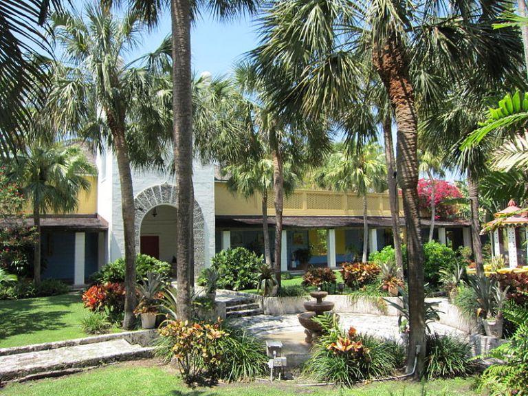 800px-Bonnet_House_Museum_&_Gardens_(Fort_Lauderdale,_Florida)_003