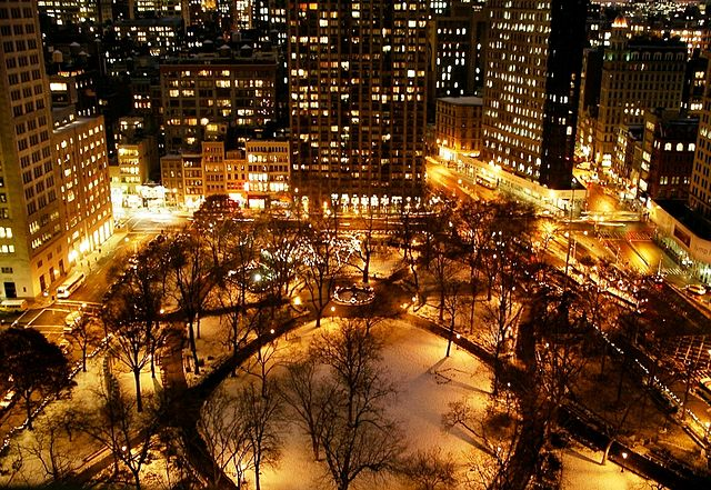 640px-Madison_Square_Park_from_Above_at_Night_New_York_City