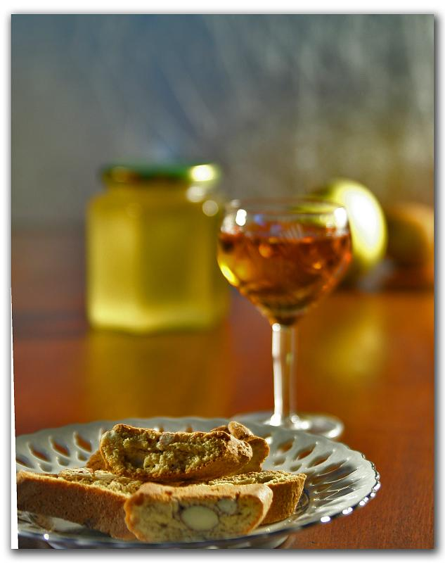 Biscotti_and_Vin_Santo_pairing