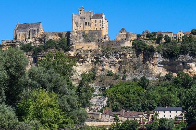 1280px-Beynac_-_Château_vu_de_la_Dordogne